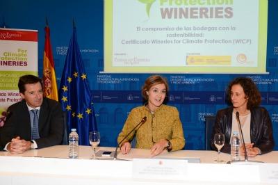 Valvanera Ulargui (a la derecha de la imagen), directora de la Oficina Española de Cambio Climático, se mostró muy satisfecha con los resultados de la campaña puesta en marcha «Un millón de compromisos por el clima» de cara a la COP21 y avanzó que ya se han logrado cerca de 800 000 compromisos.