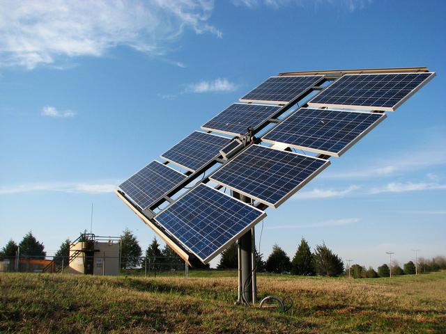 Investigadores han concluido que la reducción de las barreras de acceso es un importante motor de la innovación en energías renovables y que la capacidad de la política ambiental para promover la innovación en este campo depende de la tecnología; por ejemplo, los sistemas de cuotas parecen funcionar mejor con las tecnologías más antiguas.