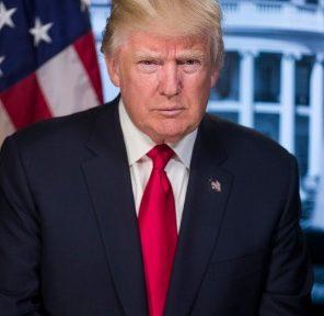 Donald Trump, 45.º presidente electo de los Estados Unidos, hizo ayer realidad su advertencia de que firmaría una orden ejecutiva que supusiera el «fin de la guerra» al «carbón» y de las «regulaciones que matan empleos», según su punto de vista. Dicha orden supone darle un giro de 180 grados a toda la estrategia de reducción de emisiones contaminantes a la atmósfera por parte de la industria energética por la que apostó su antecesor en el cargo, Barack Obama.