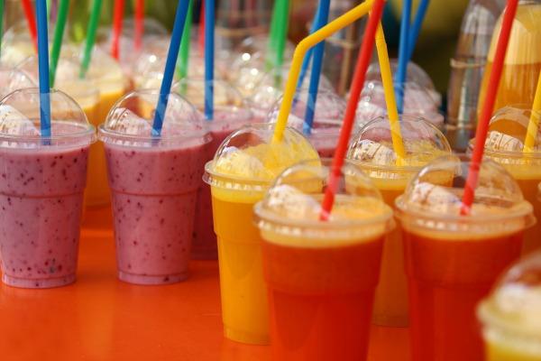 Los Estados miembros tendrán que reducir el uso de los recipientes alimentarios y de los vasos de plástico.
