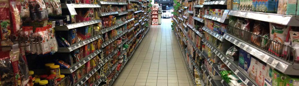 Las judías, guisantes y otras proteínas de origen vegetal fabricadas mediante procesos de bajo impacto ambiental pueden generar solo 0,3 kg de CO2e (incluidos todos las fases de procesamiento, envasado y transporte) y utilizan solo 1 m2 de tierra por cada 100 g de proteína.