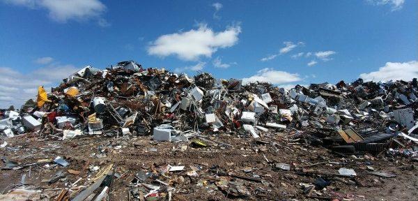 Para el año 2035, la cantidad de desperdicios municipales desechados debe reducirse a un 10 % o menos de la cantidad total de residuos municipales generados.